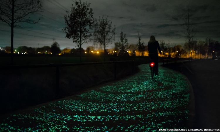 بالصور .. أول طريق للدراجات يضيء في الظلام بهولندا