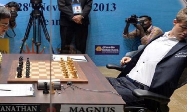 """""""النوم سلطان"""" .. بطل العالم للشطرنج """"ينام"""" أثناء مباراة التتويج"""