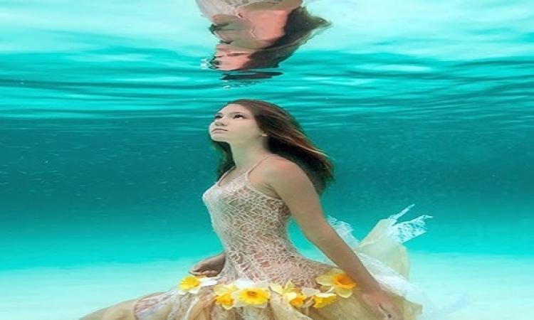 زى عروسة البحر.. فتاة تعيش داخل أعماق البحار