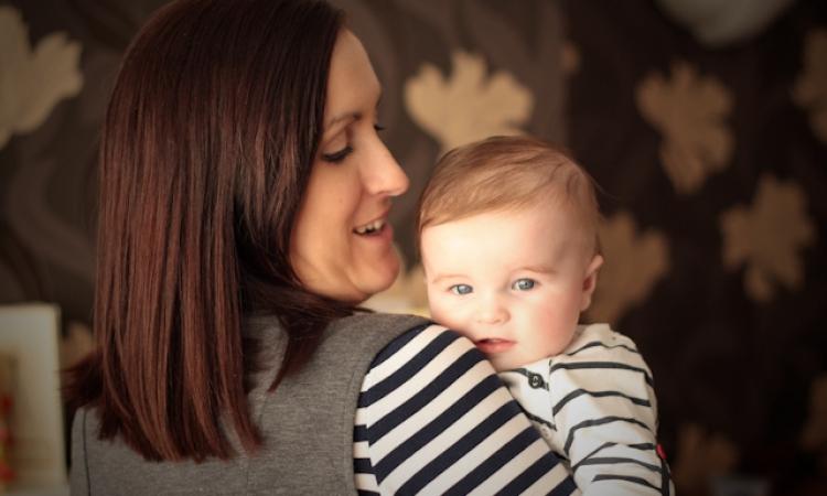 5 جوانب يؤثر فيها تفاعلك مع بكاء طفلك على نموه العاطفى