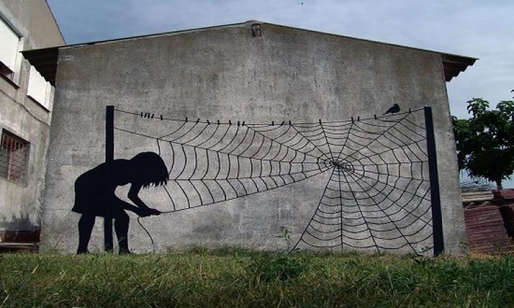 فنان اسبانى يزين الشوارع بلوحاته وكأنها حقيقة