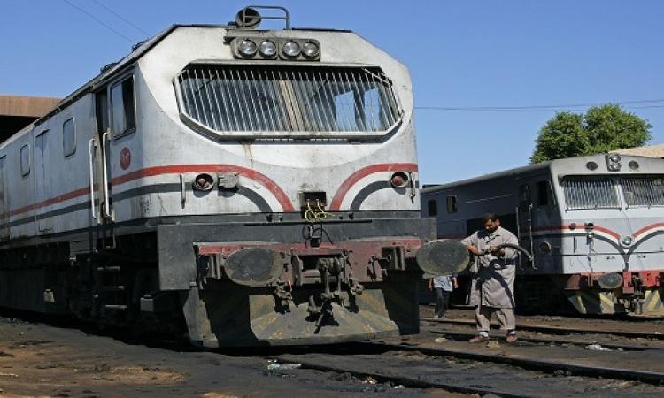 اصطدام قطار بسيارة نقل في قنا دون إصابات