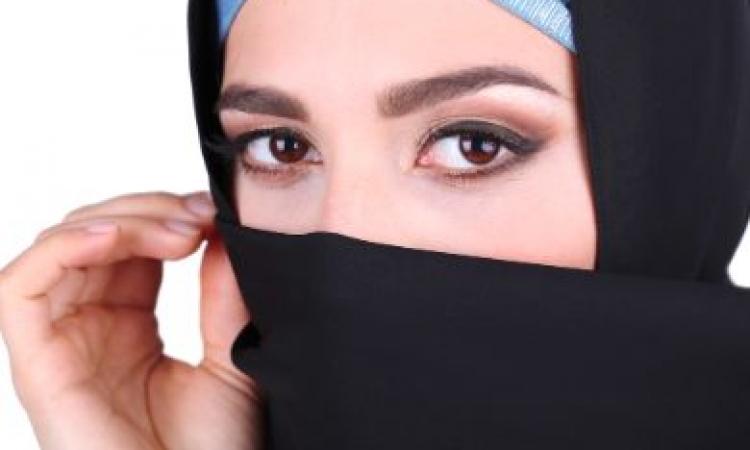 القبض على مصرية نصفها رجل ونصفها أنثى