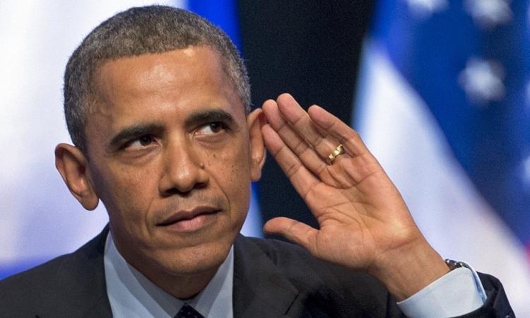 أوباما يعترف : زوجتى وابنتى يهزأن من «أُذُنى»