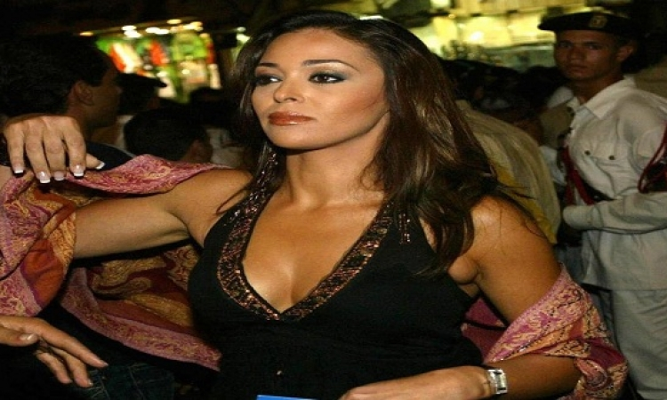 بالصور .. البحيرى رداً على الكاش مايوه : مبلبسش غير بكينى !!