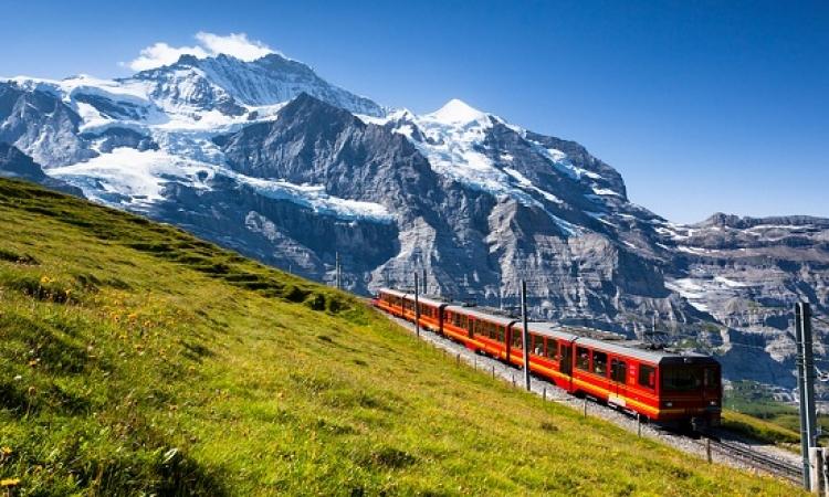 قمة المتعة .. فى رحلة إلى قمة أوروبا .. بقطار Jungfrau المذهل