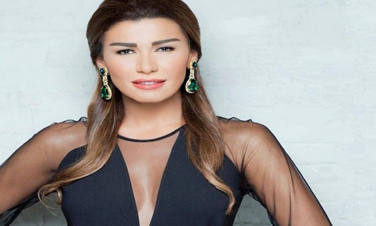 بالصور.. نادين الراسى تتألق بفستان ناعم من أجل وائل كفورى