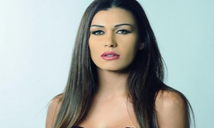 نادين الراسى تنعى نور الشريف وابنته ترد: الحمد لله على حب الناس لوالدى