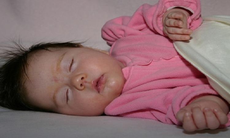 تعلمى وسائل سريعة تجعل طفلك ينام باكرا