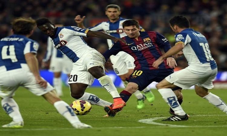 ميسي يرد على رونالدو ويقود برشلونة لفوز كبير في ديربي كتالونيا