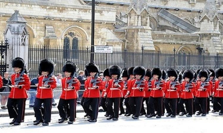 بريطانيا تنقل الحرس الملكى لداخل أسوار القصور لدواعى أمنية