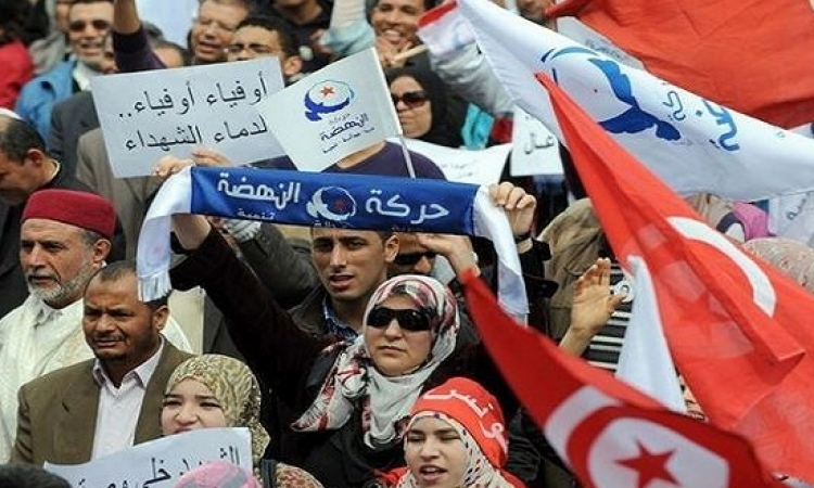 """اخوان تونس يحرقون مقر حزب """"نداء تونس"""""""