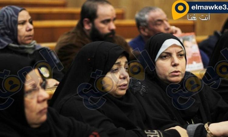 بالصور .. اهالى شهداء التراس اهلاوى اثناء محاكمة مذبحة بورسعيد