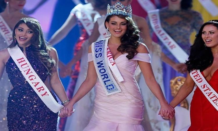 """بالصور ..  الصاروخ الجنوب افريقى """"رولين ستراوس"""" تتوج ملكة جمال العالم"""