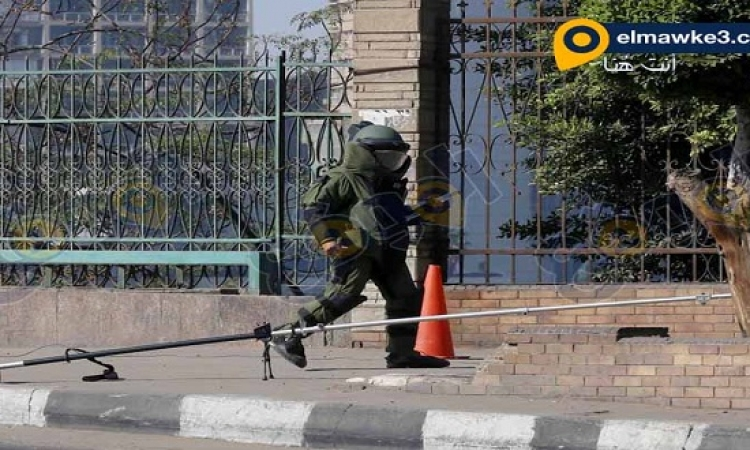 بالصور .. قوات الأمن تبطل مفعول قنبلة أعلى كوبرى الجامعة