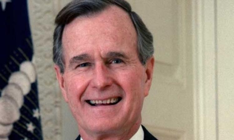 الرئيس الأمريكى الأسبق جورج بوش الأب يحتفل بعيد ميلاده ال 90 فى المستشفى