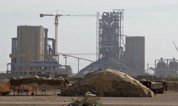 مصرع 5 وإصابة 50 عامل بعد سقوط إحدى السقالات بمصنع أسمنت بسيناء