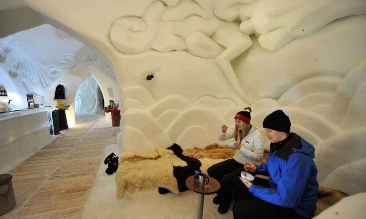 البس تقيل برضة .. جولة داخل فندق الجليد الشهير بسويسرا