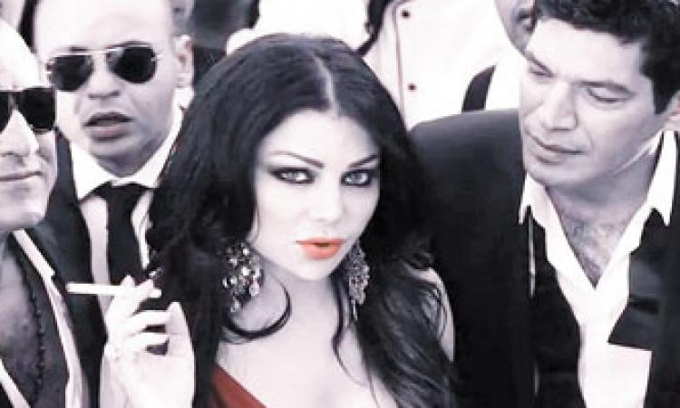 بالفيديو والصور.. رد فعل هيفاء وهبى وسط تدافع الناس عليها
