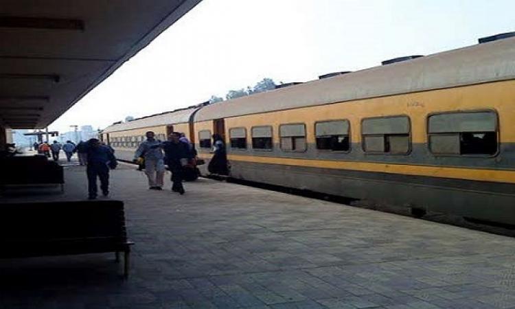 إصابة 15شخصا فى انقلاب عربة قطار بالمنيا