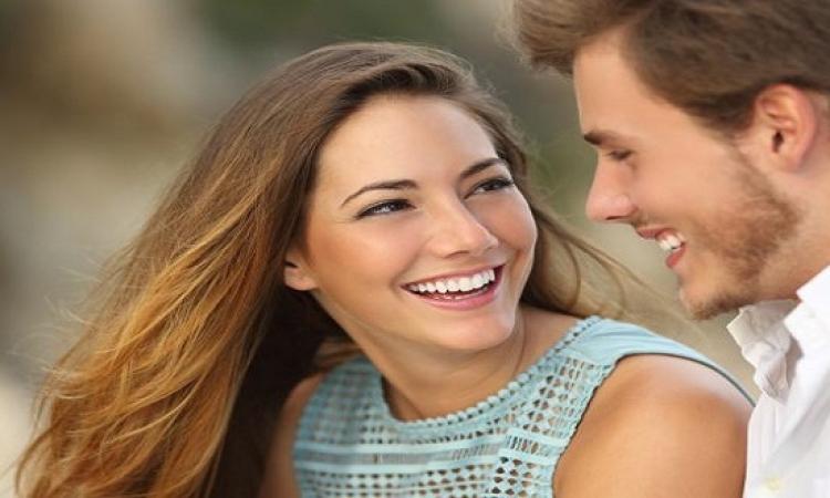 لماذا تنجذب المرأة للرجال المرتبطين بنساء جميلات؟!