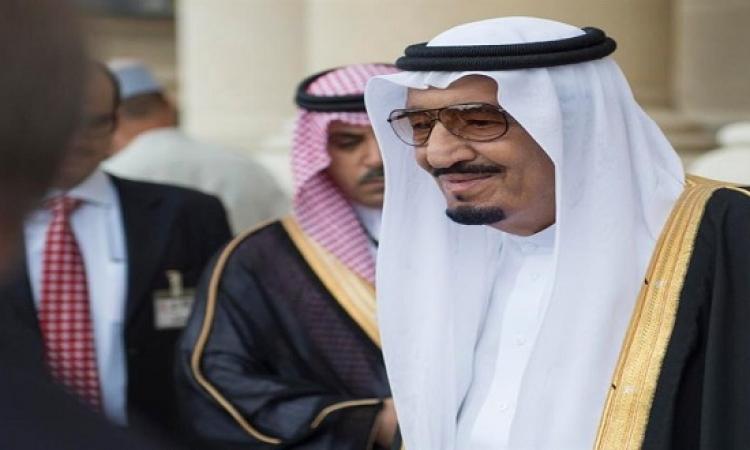 الملك سلمان يستقبل كارتر على أبواب الرياض