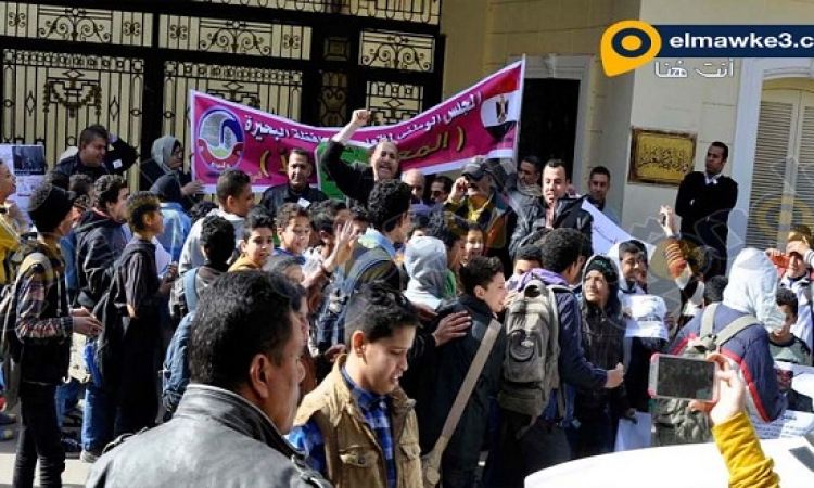 بالصور .. وقفه احتجاجية لإقالة وزير التربيه والتعليم
