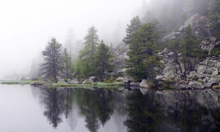 بالصور .. لغز البحيرة التى تحول كل من يلمسها لتمثال حجرى ؟ واضح انها قريبة ميدوزا !!
