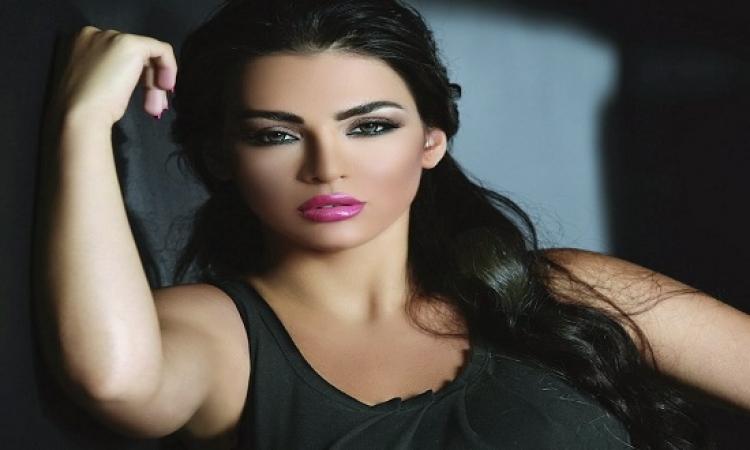 بالصور .. قمر اللبنانية تواصل جرأتها فى أحدث جلسة تصوير