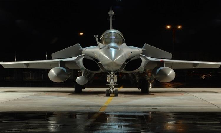 وزير الدفاع الفرنسى يؤكد إجراء محادثات لبيع طائرات رافال لمصر