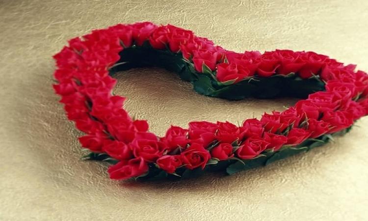 الأحمر يكسو محلات الهدايا .. فهل تشترى قلوب الورد؟