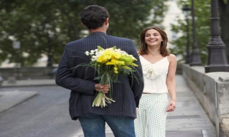 يبدو أن الرجل يسقط فى الحب أسرع من المرأة .. فهل يفعل حقًا؟