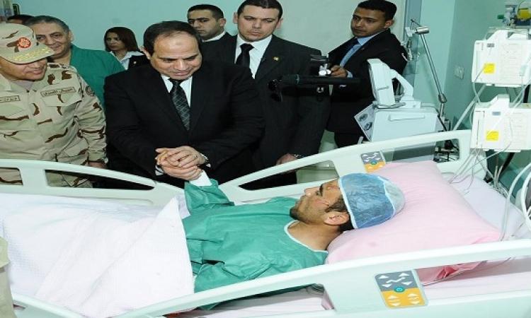 صور زيارة السيسى لمصابى أحداث سيناء بمجمع الجلاء الطبى
