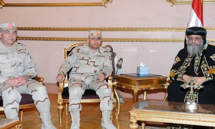 بالصور .. وزير الدفاع وقيادات القوات المسلحة فى الكاتدرائية يقدمون واجب العزاء فى ضحايا ليبيا