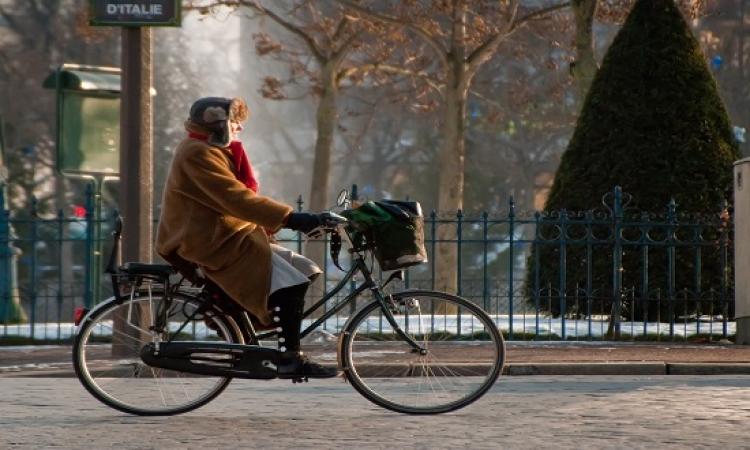 تعويض مادى للعاملين الفرنسيين الذين يركبون دراجاتهم فى الذهاب للعمل