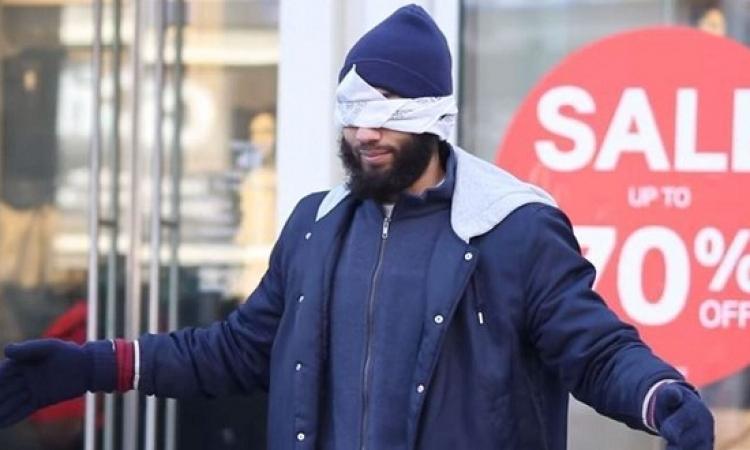 """بالفيديو .. مسلم فى تورنتو يخوض مشروع """"الثقة العمياء"""" شاهد ردود الأفعال !!"""