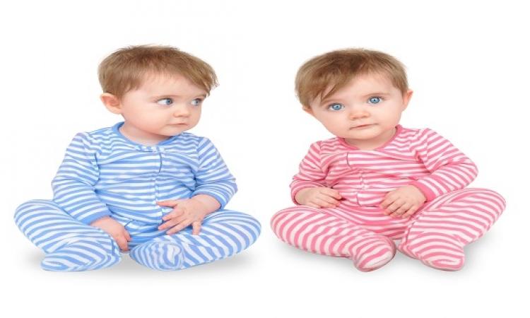 """صدق أو لاتصدق .. ولادة طفلة """"حامل"""" فى توأمين"""
