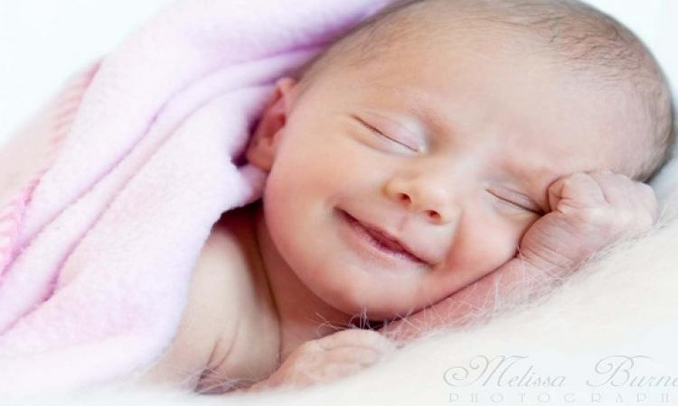 ابتسم مع ضحكات الأطفال وهما نايمين .. هو ده بقى الرز مع الملايكة !!