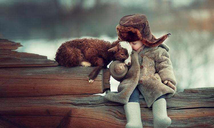 صداقة الأطفال والحيوانات .. أحسن أكيد من البنى آدمين !!