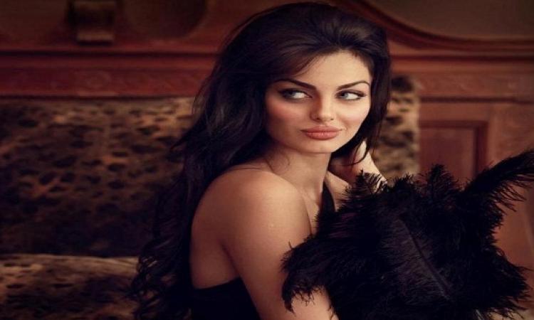 بالصور .. خبيرة تجميل سعودية تحول فتاة بالمكياج للإيرانية ماهلاغا جابرى