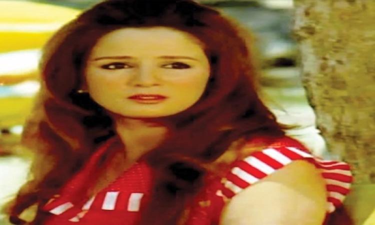 بالصور .. الفنانة نجلاء فتحى بصحبة زوجها بعد شائعة مرضها