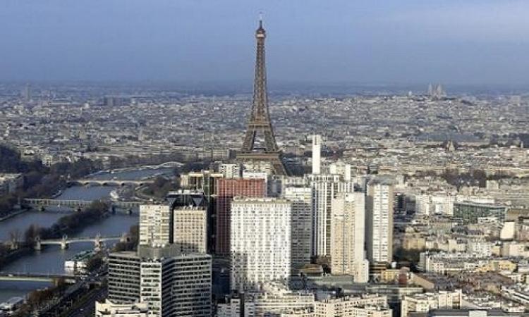 قانون فرنسى يلزم بوضع نباتات أو الواح شمسية على اسطح المبانى