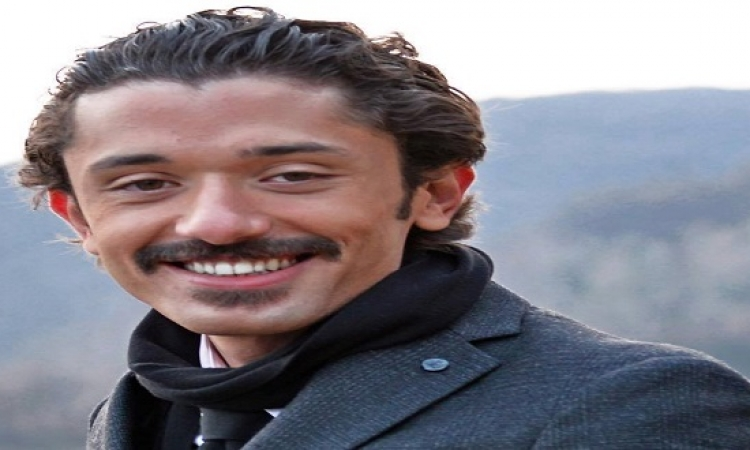 بالصور .. كريم محمودعبد العزيز يستقبل مولوده الثانى