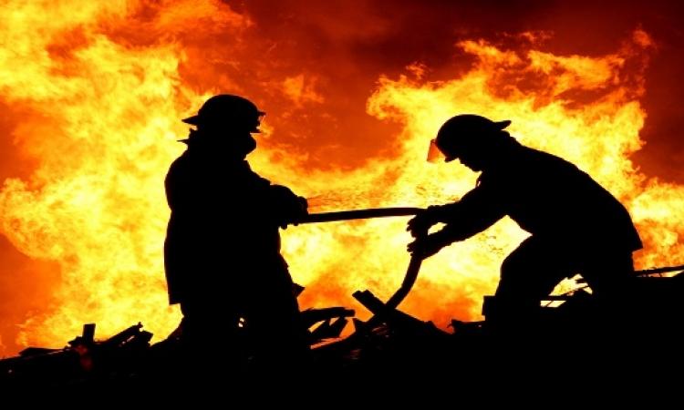 حريق هائل بحفار بترول فى خليج السويس