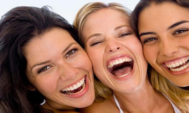 هل الضحك عدوى تصبينا؟