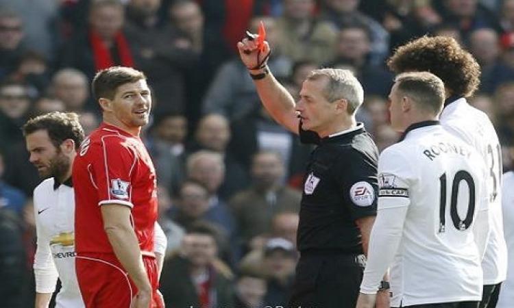 جيرارد يتعرض للطرد بعد ٤٥ ثانية خلال مباراة مانشستر يونايتد