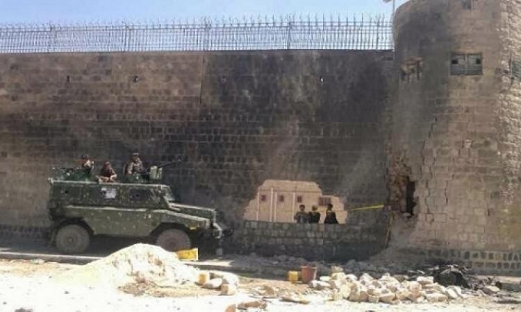 مسلحو القاعدة يحررون مئات السجناء بحضرموت .. ده سجن وادى النطرون بتاعهم !!