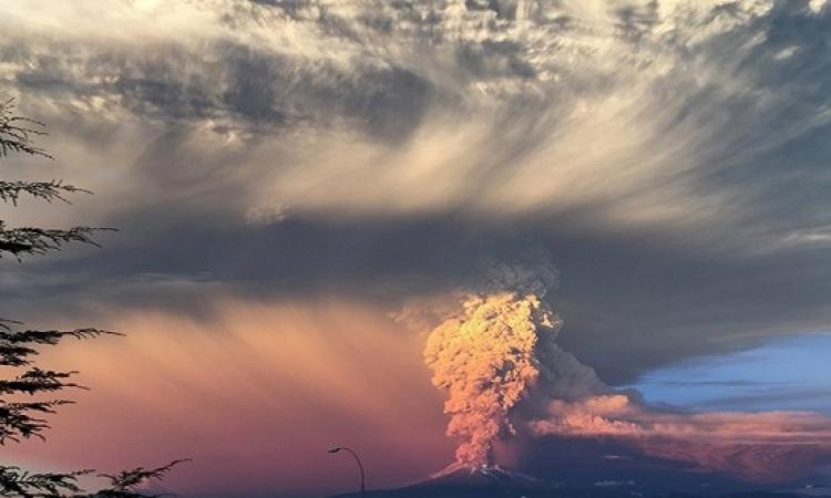 بركان كالبيوكو .. يبدع لوحات فنية .. عندما يثور !!