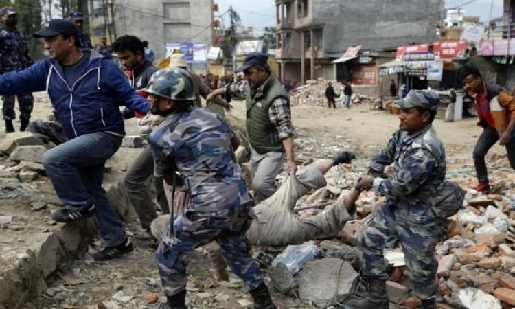 ضحايا زلزال نيبال يتجاوزون الـ 3300 قتيل .. والأسوأ لم يظهر بعد !!