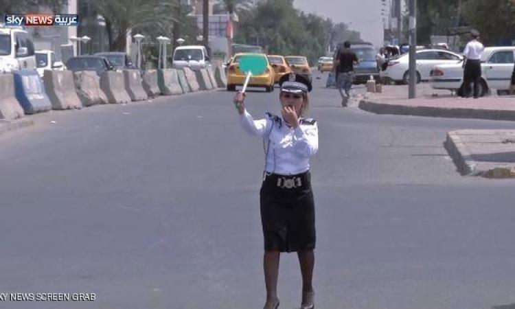 شرطيات بارعات فى تنظيم حركة المرور فى بغداد